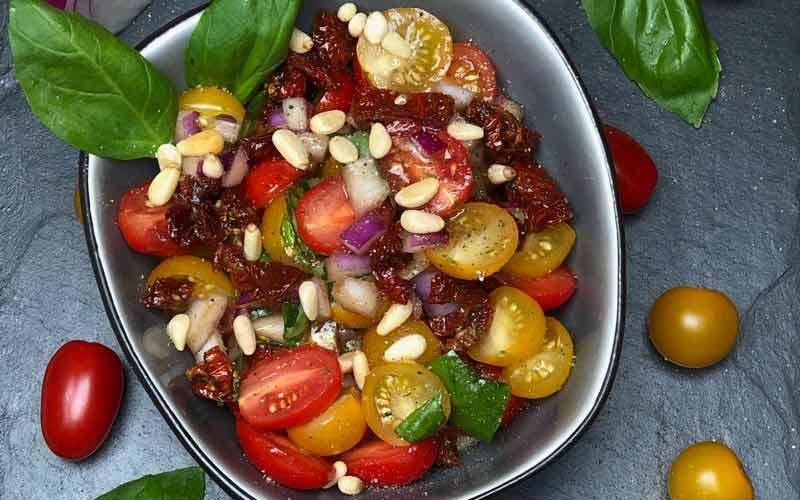 Mediterraner Tomatensalat - Nahaufnahme