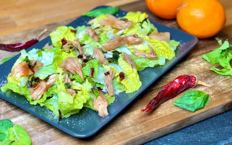 Frischer Salat mit Orangen-Honig Pute - Nahaufnahme