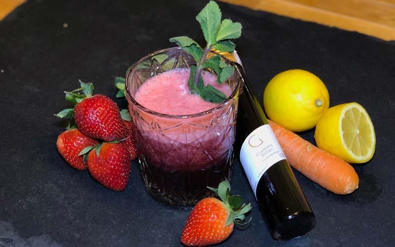 Erdbeer-Cranberry Smoothie mit Karotten